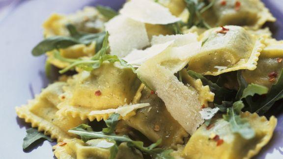 Rezept: Ravioli mit Rucola und Parmesan