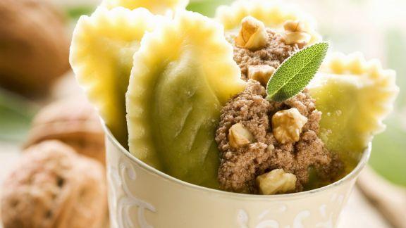 Rezept: Ravioli mit Walnusscreme gefüllt