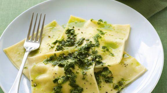 Rezept: Ravoli mit Ricottafüllung und Pesto