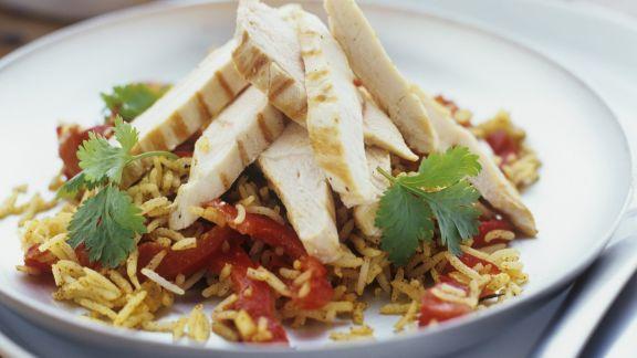 Rezept: Reis-Paprikaschoten-Salat mit Hähnchenfiletstreifen
