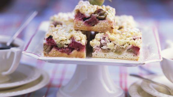 Rezept: Rhabarber-Stachelbeer-Kuchen mit Streuseln
