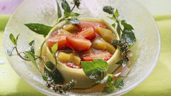 Rezept: Rhabarbergrütze mit Beeren