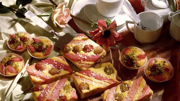Rezept: Rhabarberkuchen und -torteletts mit Stachelbeeren