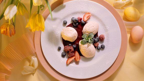 Rezept: Rhabarbermousse mit Beeren