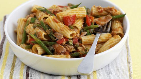 Rezept: Rigatoni mit grünen Bohnen, Tomaten und Thunfisch