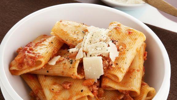 Rezept: Rigatoni mit Wurstmett-Soße