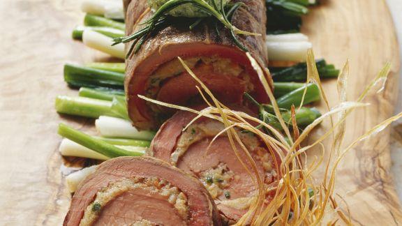 Rezept: Rinder-und Kalbsfilet als Rollbraten mit Frühlingszwiebeln