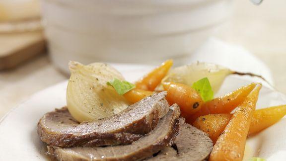 Rezept: Rinderbraten mit Zwiebel-Karotten-Gemüse