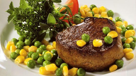 Rezept: Rinderfilet mit Erbsen-Mais-Gemüse