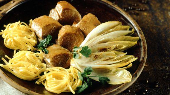 Rezept: Rinderfilet mit geschmortem Chicorée und Soße