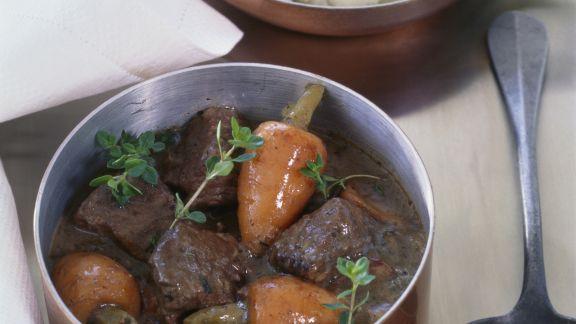 Rezept: Rinderragout mit Rotwein und Rübchen (Boeuf bourguignon)