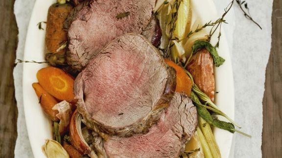 Rezept: Rinderschulter auf Gemüse