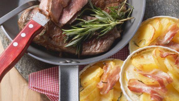 Rezept: Rindersteak mit Bacon-Gratin
