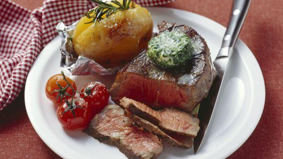 Rezept: Rindersteak mit Kräuterbutter und Ofenkartoffel