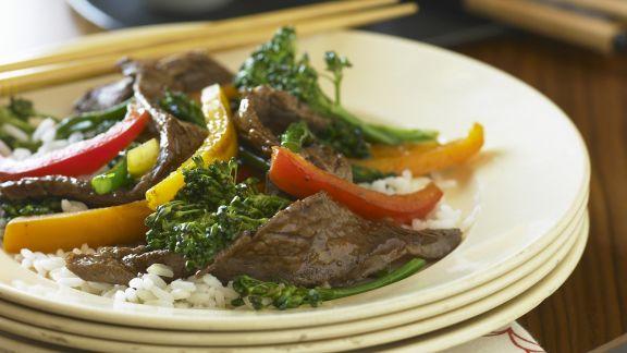 Rezept: Rinderstreifen mit Broccoli und Paprika