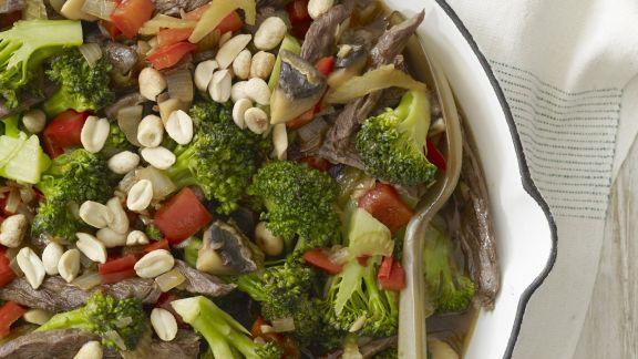 Rezept: Rinderstreifen mit Erdnüssen und Brokkoli