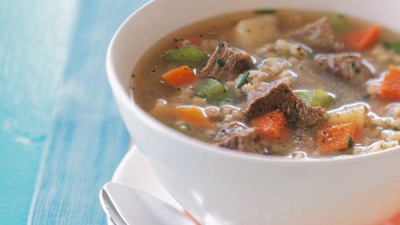 Rezept: Rindfleisch-Gemüsesuppe mit Graupen