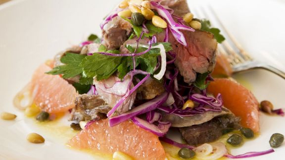 Rezept: Rindfleisch-Grapefruit-Salat mit Pinienkernen