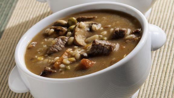 Rezept: Rindfleisch-Graupen-Suppe mit Pilzen