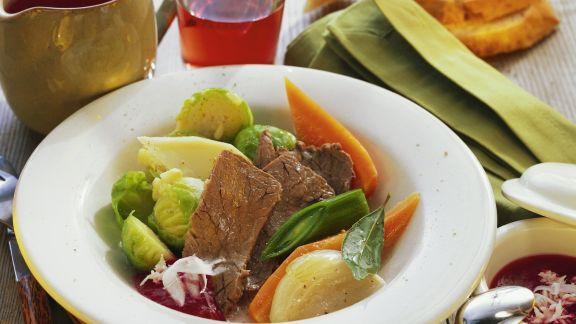 Rezept: Rindfleisch mit buntem Gemüse und Rote-Bete-Soße