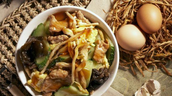 Rezept: Rindfleisch mit Ei und Pilzen auf chinesische Art