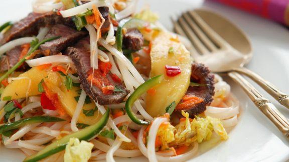 Rezept: Rindfleischsalat nach thailändischer Art mit Mango und Gemüse
