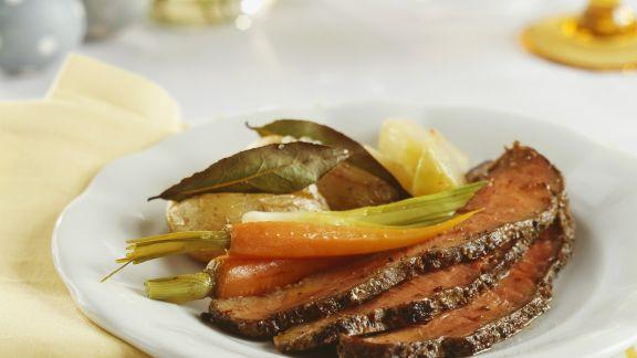 Rezept: Roastbeef mit Karotten, Lauchzwiebeln und Kartoffeln