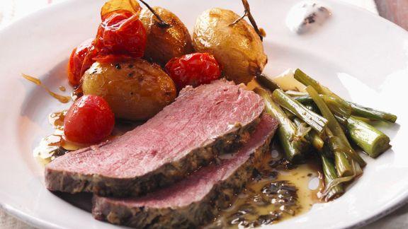 Rezept: Roastbeef mit Kartoffeln, Tomaten und Beilagensalat