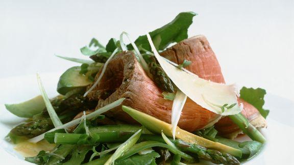 Rezept: Roastbeef mit Spargel-Avocado-Salat