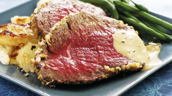 Rezept: Roastbeef vom Angus-Rind mit gebratenen Kartoffeln und grünen Bohnen