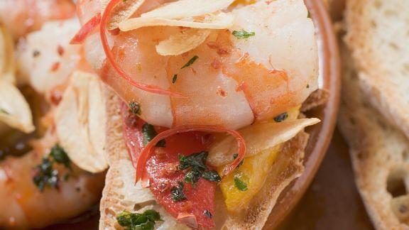 Rezept: Röstbrot mit Knoblauchshrimps