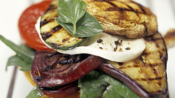 Rezept: Röstbrot mit mariniertem Gemüse und Mozzarella