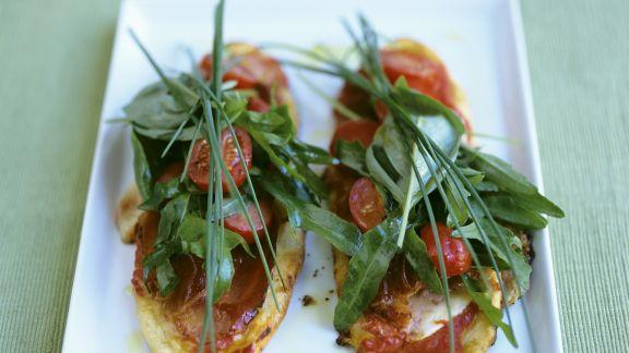 Rezept: Röstbrot mit Pancetta, Tomaten und Kräutern
