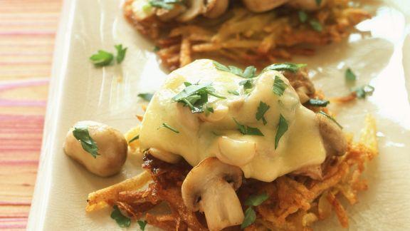Rezept: Rösti mit Champignons und Käse überbacken