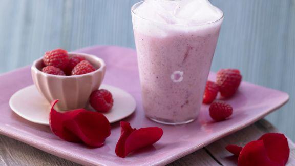 Rezept: Rosenblüten-Milchmix