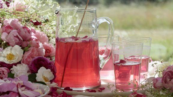 Rezept: Rosenblütenbowle
