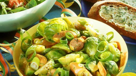 Rezept: Rosenkohlsalat mit Würsten