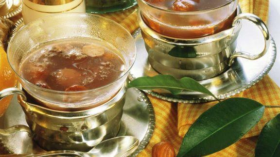 Rezept: Rosinen-Haselnuss-Glögg
