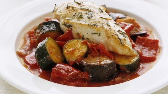 Rezept: Rosmarin-Hähnchenfilet mit Zucchini-Paprika-Gemüse