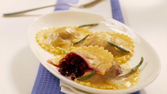Rezept: Rote-Bete-Ravioli mit Salbei
