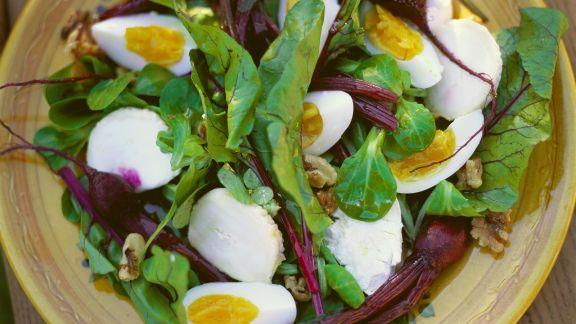 Rezept: Rote-Bete-Salat mit Eiern und Mozzarella