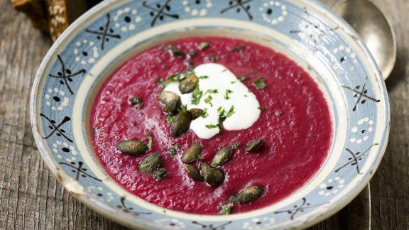 rote bete suppe mit k rbiskernen rezept eat smarter. Black Bedroom Furniture Sets. Home Design Ideas