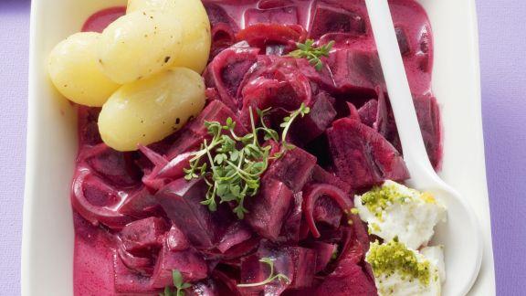 Rezept: Rote Beten in fruchtiger Soße mit Feta und Kartoffeln