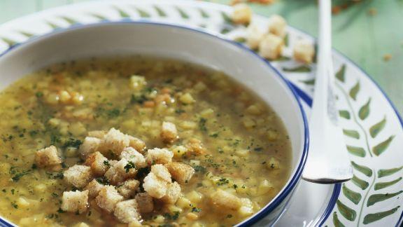 Rezept: Rote-Linsen-Suppe mit Pastinaken und Croutons