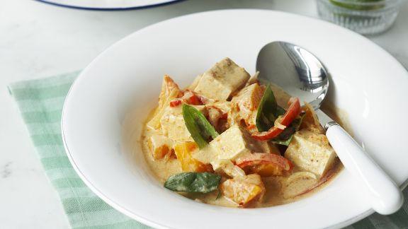 Rezept: Rotes-Curry auf thailändische Art mit Tofu und Gemüse