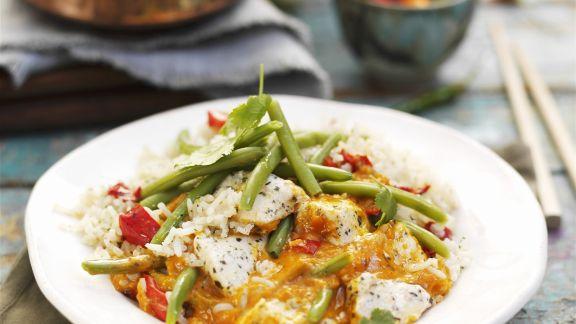 Rezept: Rotes Hähnchencurry auf Thai-Art mit Bohnen und Reis