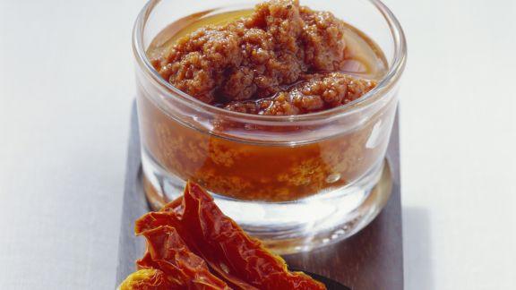 Rezept: Rotes Pesto aus getrockneten Tomaten