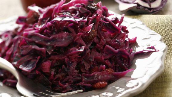 Rezept: Rotkraut mit Speck und roten Johannisbeeren