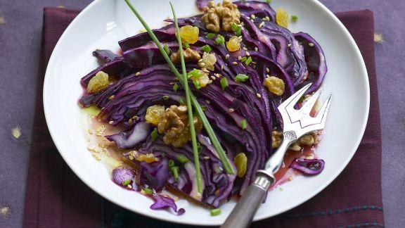 Rezept: Rotkrautsalat mit Walnüssen