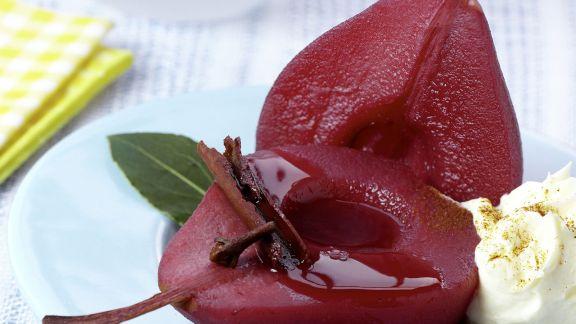 Rezept: Rotweinbirne mit Schlagsahne